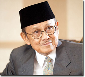 BJ Habibie, pendiri dan ketua dewan PT Regio Aviasi Industri